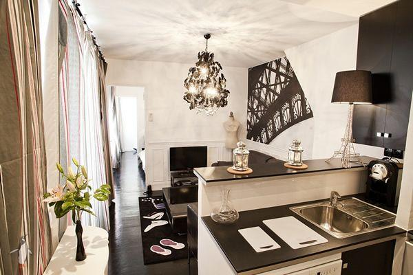 Here Is A Nice Paris Apartment For 4 People. It Includes A Very Spacious  Living