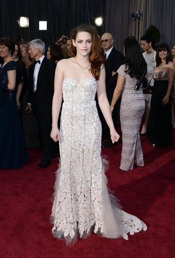 Kristen Stewart hot mess at Oscars 2013